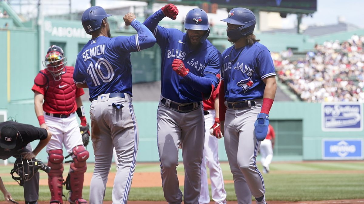 Hernndez hits 2 of Jays' 8 HRs in 18-4 rout of Red Sox [Video]