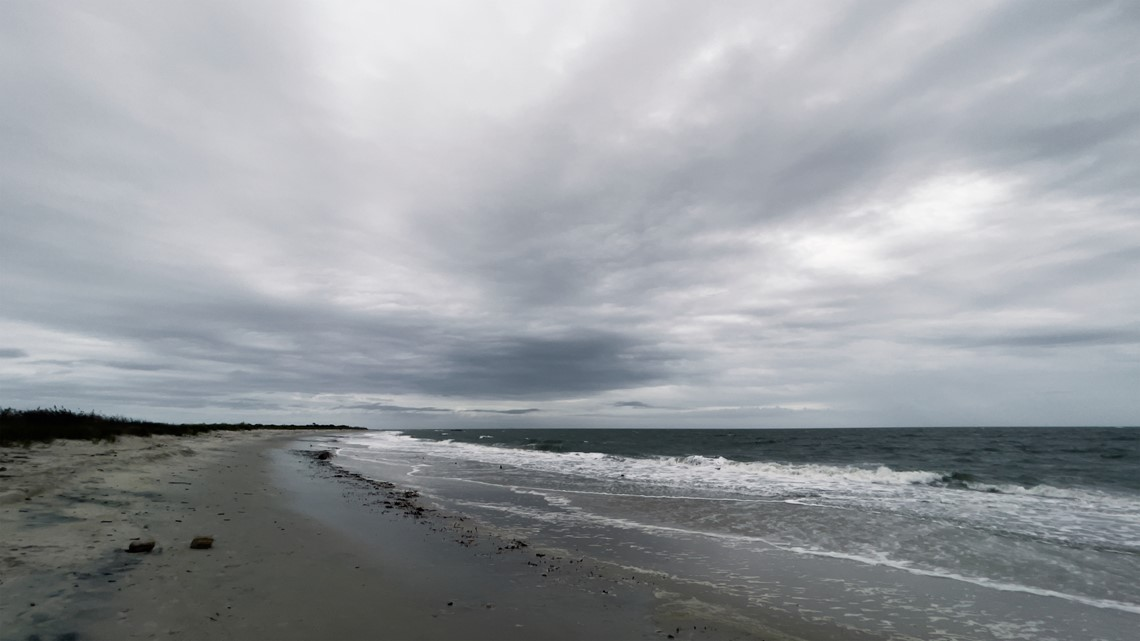 Grandview Nature Preserve: A relaxing place to walk on the beach [Video]