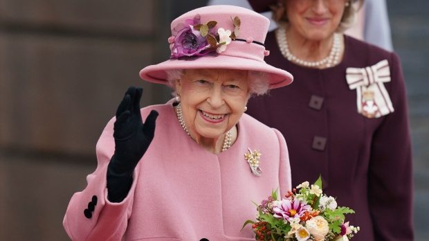 Queen appears to show irritation at climate inaction [Video]