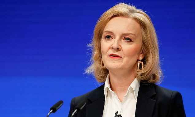 Liz Truss urges Britain not to depend too much on China but to instead forge sensitive projects [Video]