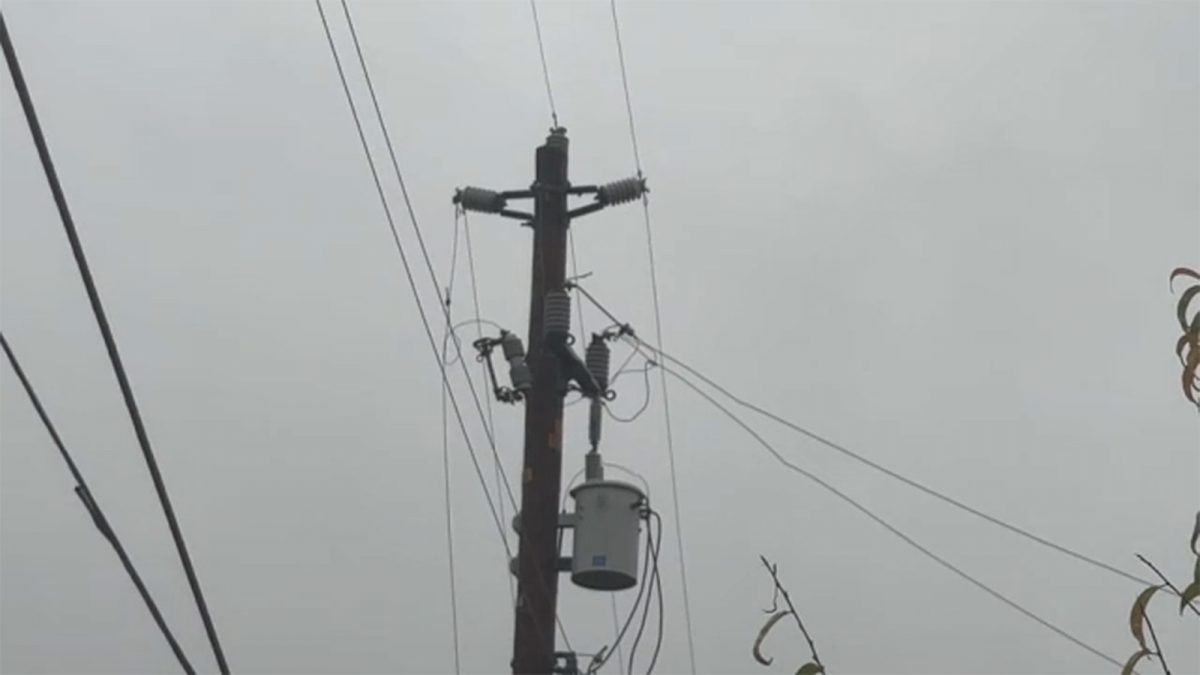 PG&E power outages: Power outages affecting some Central California residents, businesses, schools as storm hits [Video]